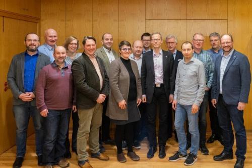 Hartmut Kämpfer mit allen (anwesenden) Vorstandsmitgliedern seiner Amtszeiten